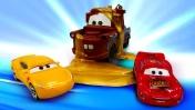 Маквин или Круз? Машинки и гонкам. Сказки на ночь из игрушек. Видео для детей