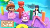 Детский сад Капуки Кануки. Маринетт и игрушки в бассейне