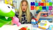 Ам Ням покупает конфеты - Видео с игрушками