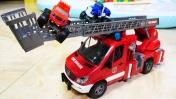 Видео про машинки. Вспыш и Крушила: игрушки в бассейне с шариками! Пожарная машина - Распаковка