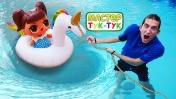 Видео сигрушками— Куклы ЛОЛ (LOL), надувной единорог, кораблик Элаяс иМастер Тук-Тук вбассейне