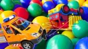 Видео про игрушечные машинки: чудесное спасение грузовика!