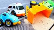 Видео про игрушечные машинки. Авария на дороге: Грузовик перевернулся!