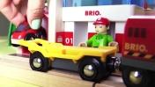 Машинки Brio: Парковка и Автосервис