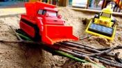 Машинки для мальчиков - Игры с песком на детской площадке