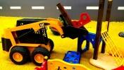 Игры с машинками. Грузовые машинки строят детскую площадку.