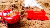 Развивающие мультики. Игры в песке - Маквин строит город. Видео с машинками