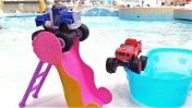 Вспыш в аквапарке — Машинки из мультиков катаются с горок