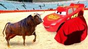 Машинки из мультика Тачки. Молния Маквин и Круз Рамирес на детской площадке. Игры в песке и горки!