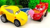 Тачки Молния Маквин — Lightning McQueen ухаживает за Круз