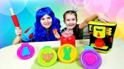 Мама и дочка готовят БЛИНЧИКИ! Шоу Две Принцессы - Развивающее видео для детей