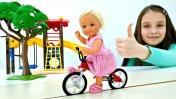 Мультик Барби: Штеффи катается на велосипеде. Играем в куклы