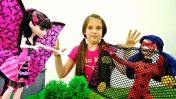 Видео для девочек - Маринетт в зАмке Дракулауры! Куклы Монстер Хай