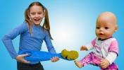 Играем с беби бон Эмили. Как мама: видео для детей.