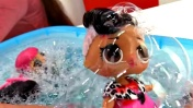 Куклы LOL. Купаем ЛОЛ в пене. Видео для детей