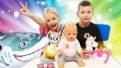 Видео для детей: кормим Беби Бон, как мама. Детское шоу беби А.