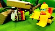 Игрушки Поли Робокар: вытаскиваем Роя из под завала