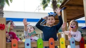 День подарков: Сладости и парк развлечений. Видео для детей