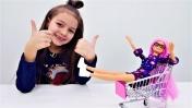Куклы ЛОЛ и Барби в магазине. Видео для девочек.
