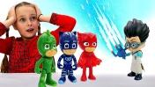 Видео для детей с игрушками. Герои в масках катаются с горки