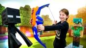 Игры Майнкрафт: Стив и Алекс строят ловушку. Видео с игрушками.