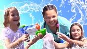 Москва  - Лучшие подружки купаются в фонтанах! - Отдых в Москве - Куда сходить