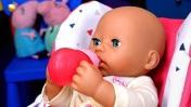Беби Аннабель: Вкусные пальчики - Кормим Анабель из бутылочки. Играем в куклы Как мама