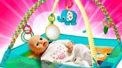Беби Анабель и развивающий коврик. Видео для детей - играем, как мама.