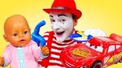 Кормим Беби Бон и игрушки кашей. Смешные видео - Играем в куклы Как мама