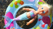 Русалочка Беби Бон купается в море - Новая Baby Born сестричка. Видео для девочек