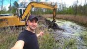 Расчистил Экскаватором лесное болото. Шашлык на кефире.