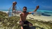 Выживание на необитаемом острове! 3-Часть/2 Сезон Ловушки из мусора на крабов, острага из ножика.