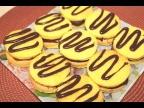Бисквитные пирожные с шоколадным кремом. Biscuit cakes with chocolate cream.Пирожные на десерт.