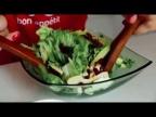 Легкий салат с яблоками [Рецепты Bon Appetit]