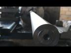 Нетрадиционный способ центровки длинной, кривой заготовки в токарном
